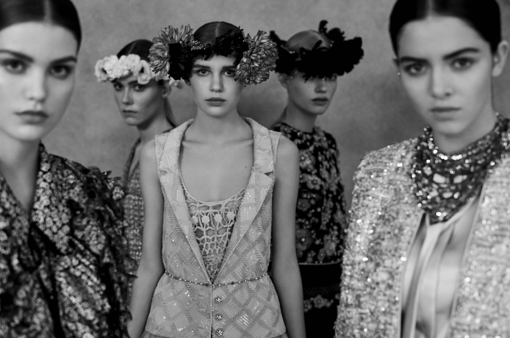 This image has an empty alt attribute; its file name is 4_Chanel_Haute_Couture_Spring-Summer_2021_Family_Portraits_Book_Paris_2021_Copyright_Anton_Corbijn_10.jpg